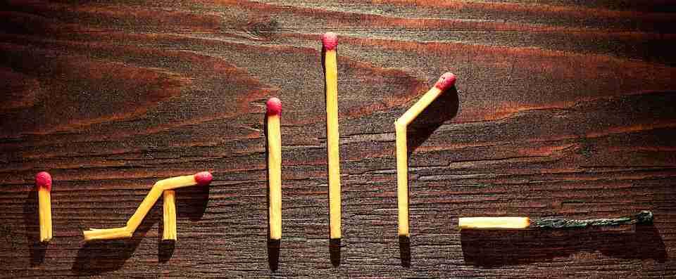 immagine rappresentazione simbolica ciclo vitale tramite fiammiferi